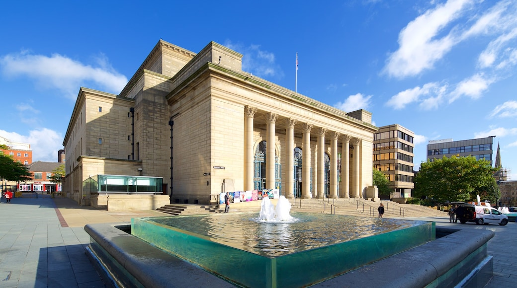 Sheffield City Hall featuring theatre scenes, heritage architecture and a fountain