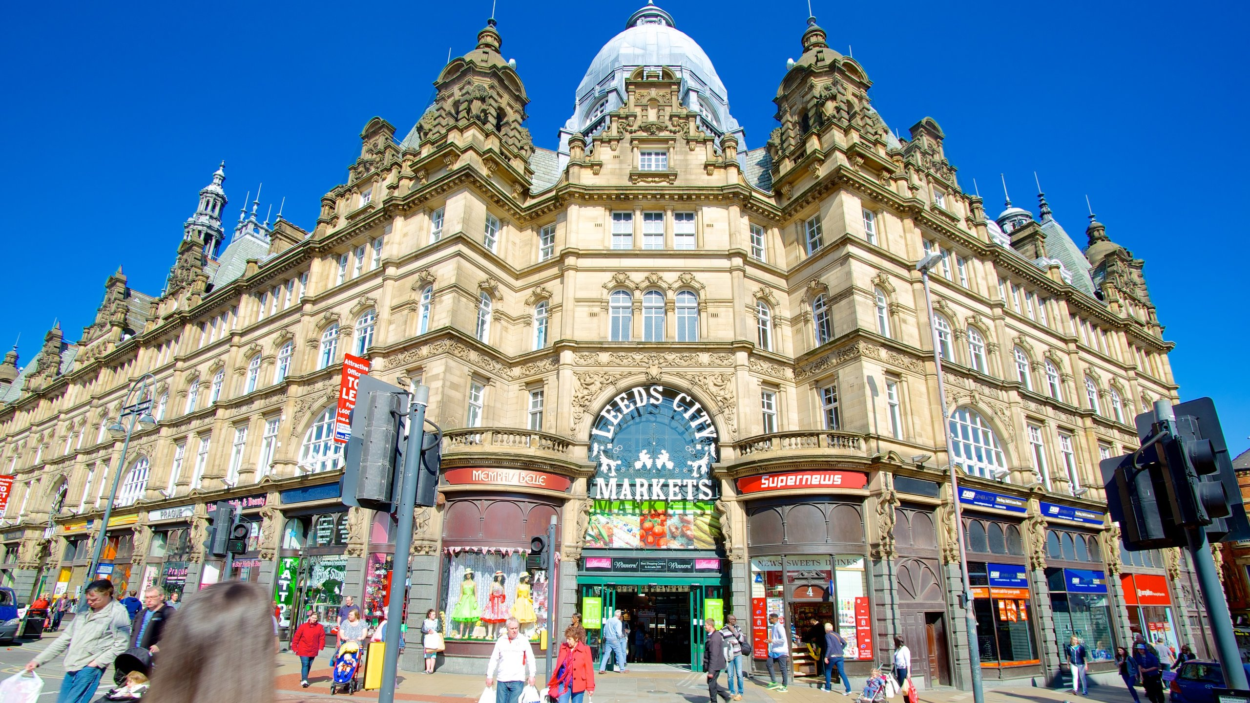Enjoy Asian cuisine and browse the range of trinkets, food and flowers in one of the largest covered markets in Europe.
