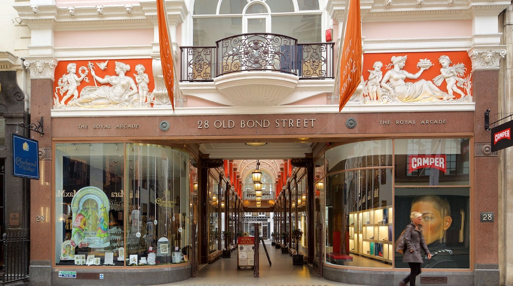 London featuring shopping, heritage elements and signage