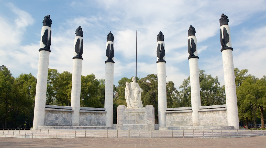 Monumento a los Ninos Heroes showing a monument