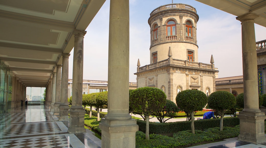 Castillo de Chapultepec showing heritage architecture, a garden and chateau or palace