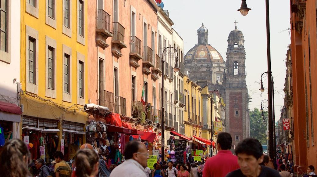 Centre-ville de la ville de Mexico mettant en vedette quartier d\'affaires et ville aussi bien que important groupe de personnes