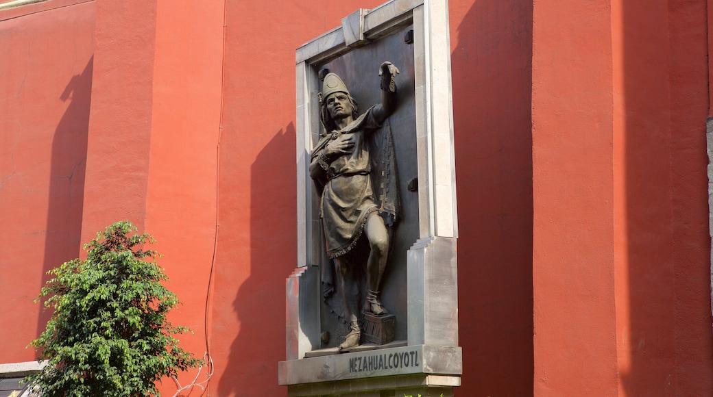 Centre-ville de la ville de Mexico mettant en vedette statue ou sculpture et patrimoine historique