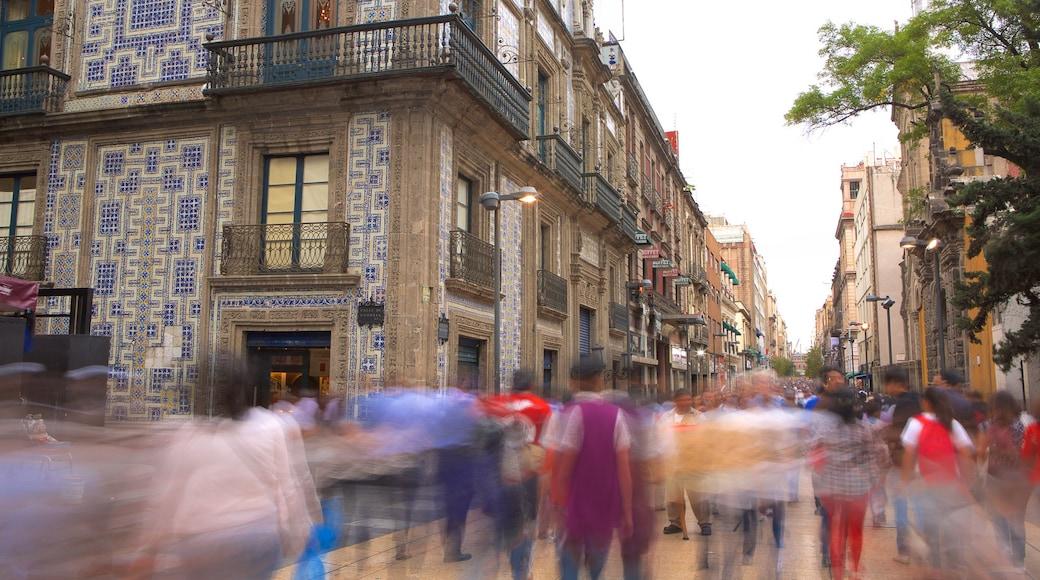 Ciudad de México ofreciendo una ciudad y patrimonio de arquitectura y también un gran grupo de personas