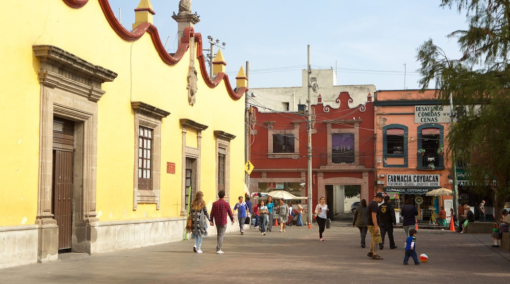 Coyoacán qui includes scènes de rue aussi bien que petit groupe de personnes