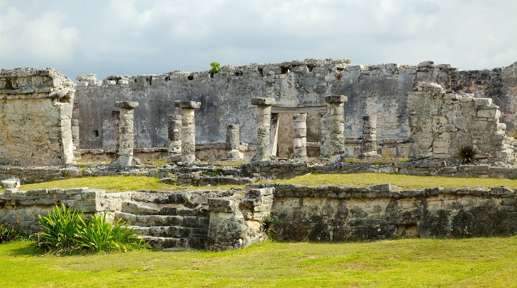 Tulum which includes heritage elements