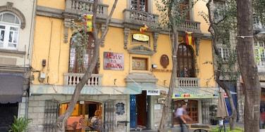 La Condesa showing café scenes