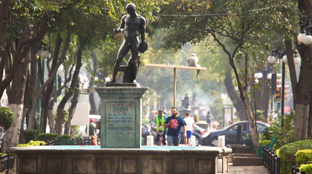La Condesa que incluye una fuente, una estatua o escultura y un parque