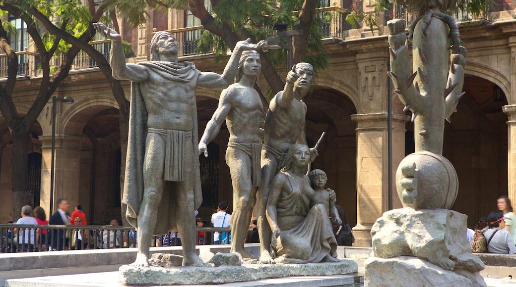 Zócalo que incluye una fuente y una estatua o escultura