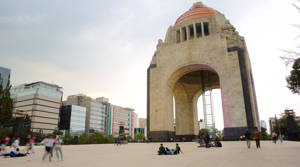 Monument to the Revolution featuring a monument, a square or plaza and heritage elements