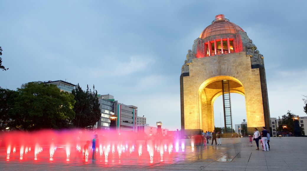 Monument to the Revolution showing a square or plaza, a monument and heritage elements