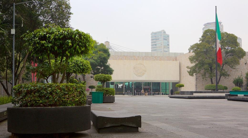 Museo Nacional de Antropologia featuring a square or plaza
