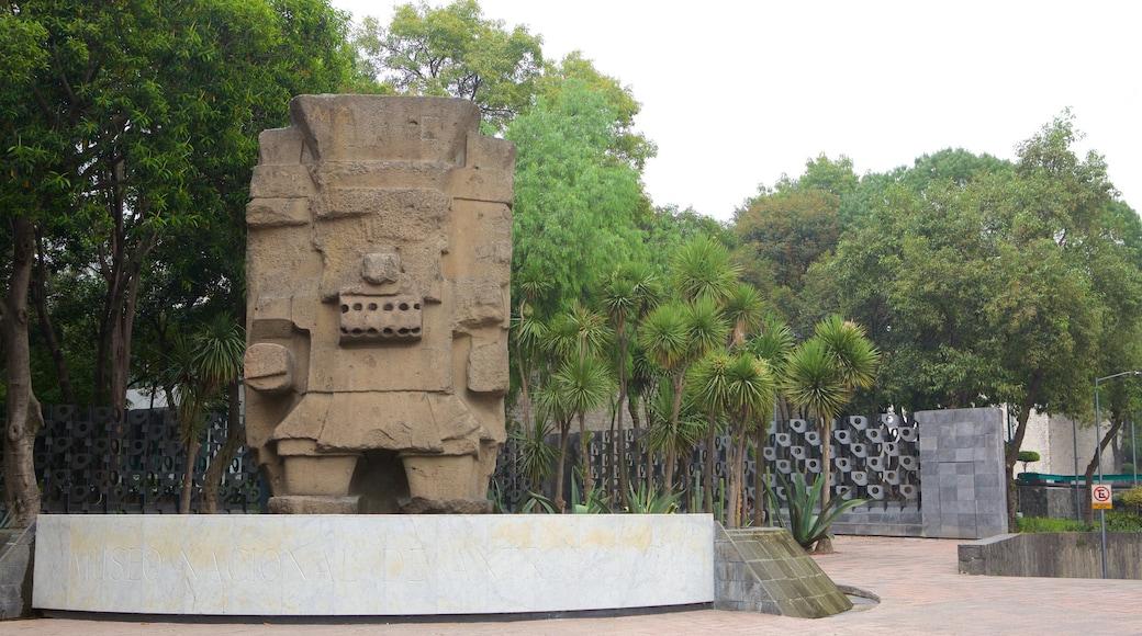 Museo Nacional de Antropologia featuring a statue or sculpture