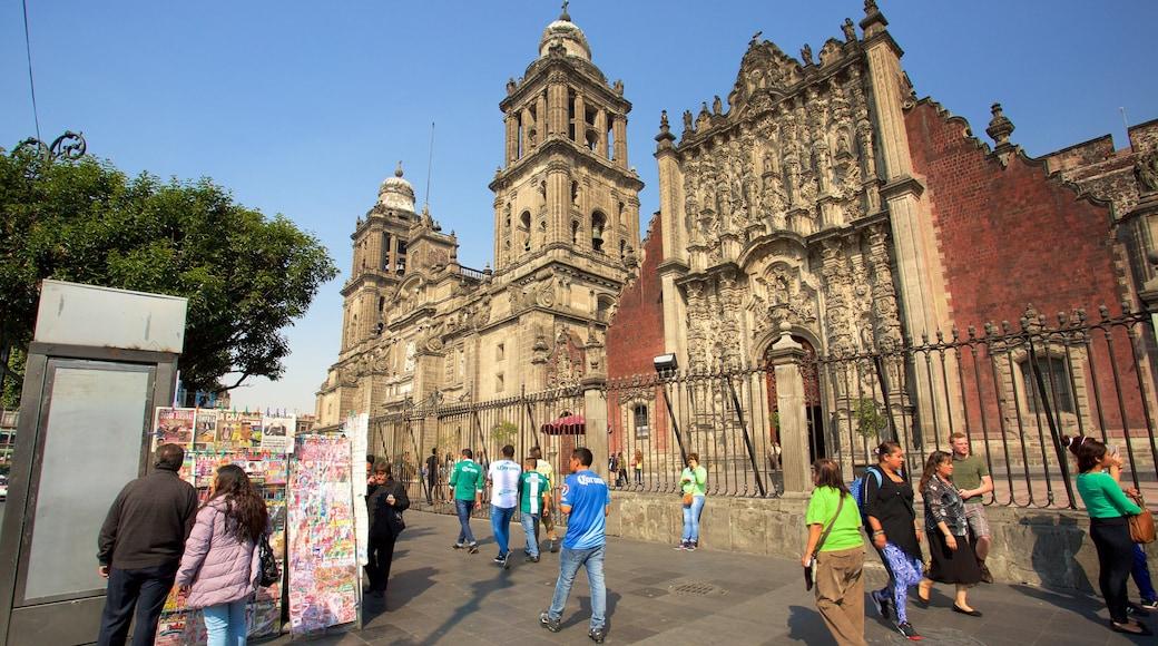 Catedral Metropolitana ofreciendo elementos del patrimonio, una iglesia o catedral y escenas urbanas