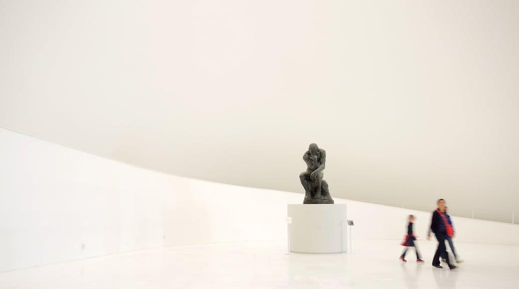 Museo Soumaya que incluye una estatua o escultura, vistas interiores y elementos del patrimonio