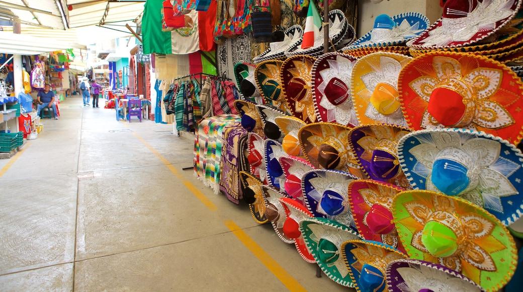 La Ciudadela featuring markets