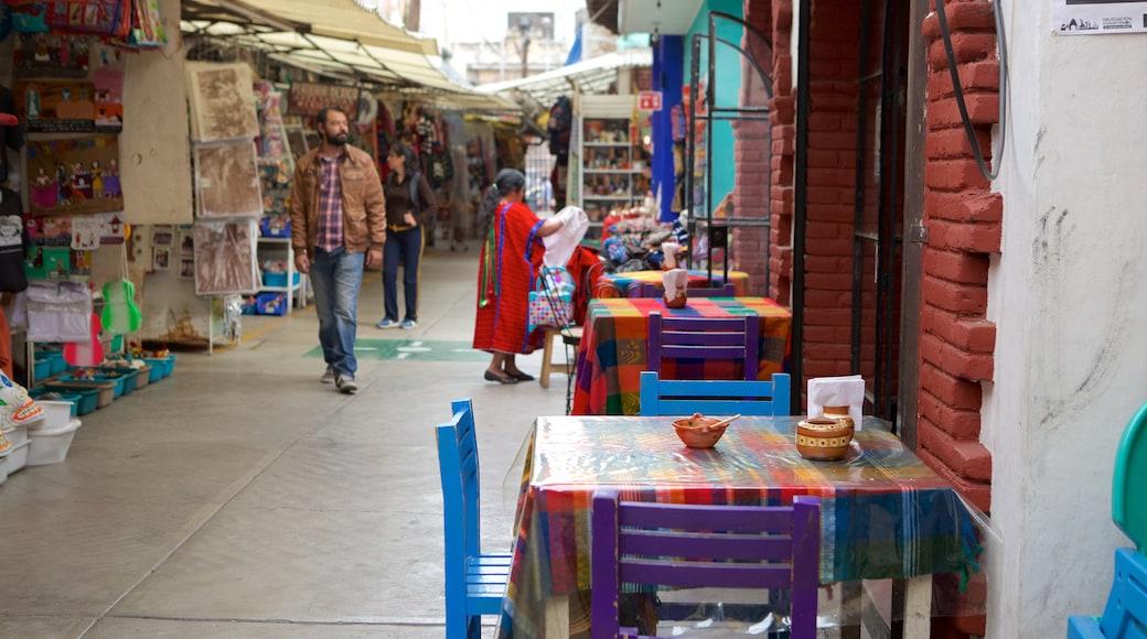 La Ciudadela showing markets