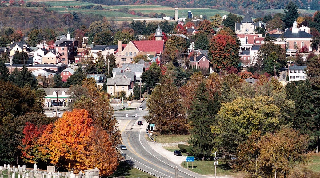 Ligonier showing landscape views and a small town or village