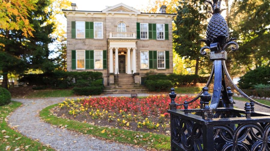Hamilton featuring a house and a garden