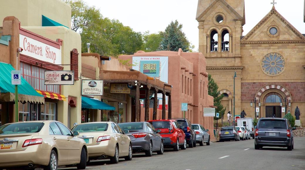 Santa Fe which includes street scenes