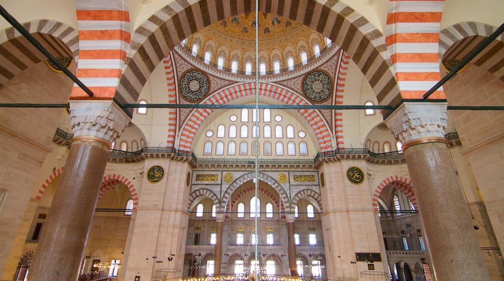 Mesquita Suleymaniye que inclui vistas internas e uma mesquita