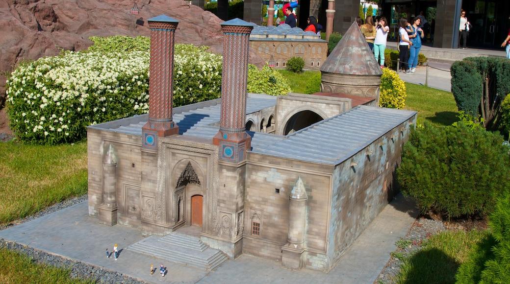 Miniaturk que inclui arte ao ar livre e um parque