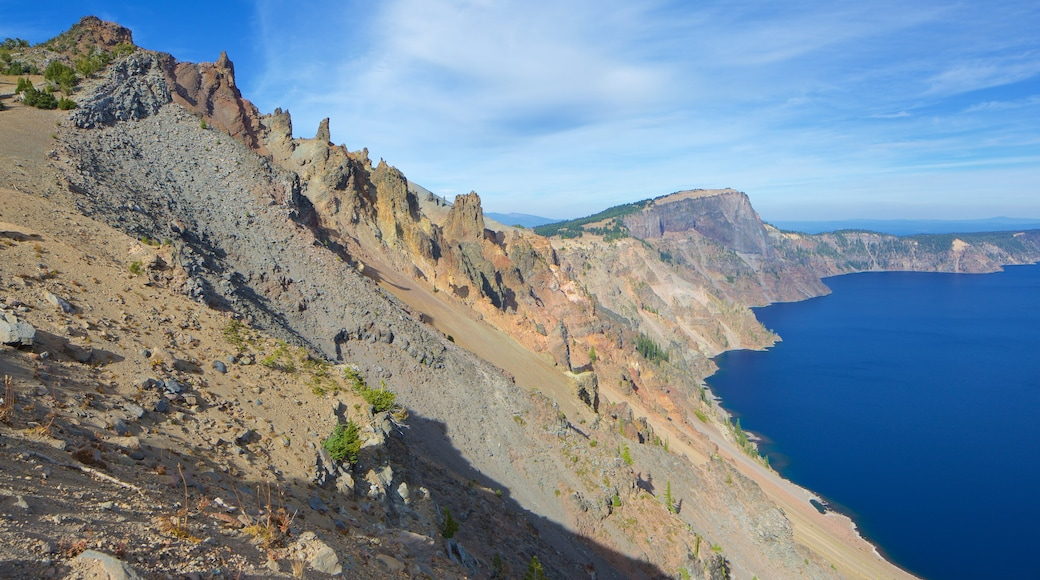 Crater Lake National Park showing general coastal views, mountains and a bay or harbour