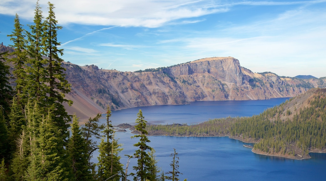 Crater Lake National Park which includes mountains, a lake or waterhole and landscape views