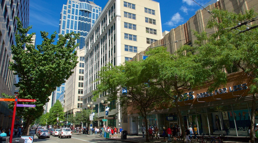 Downtown Seattle featuring street scenes and central business district