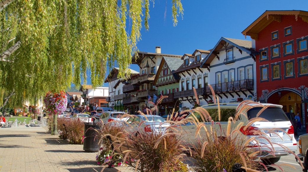 Leavenworth which includes street scenes
