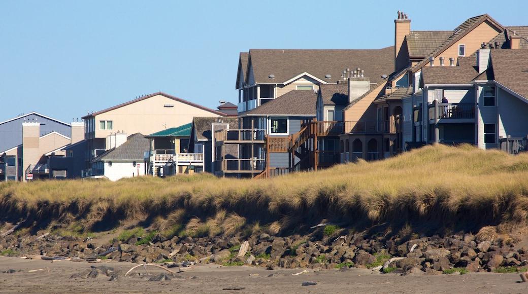 Ocean Shores Beach welches beinhaltet Strand und Haus