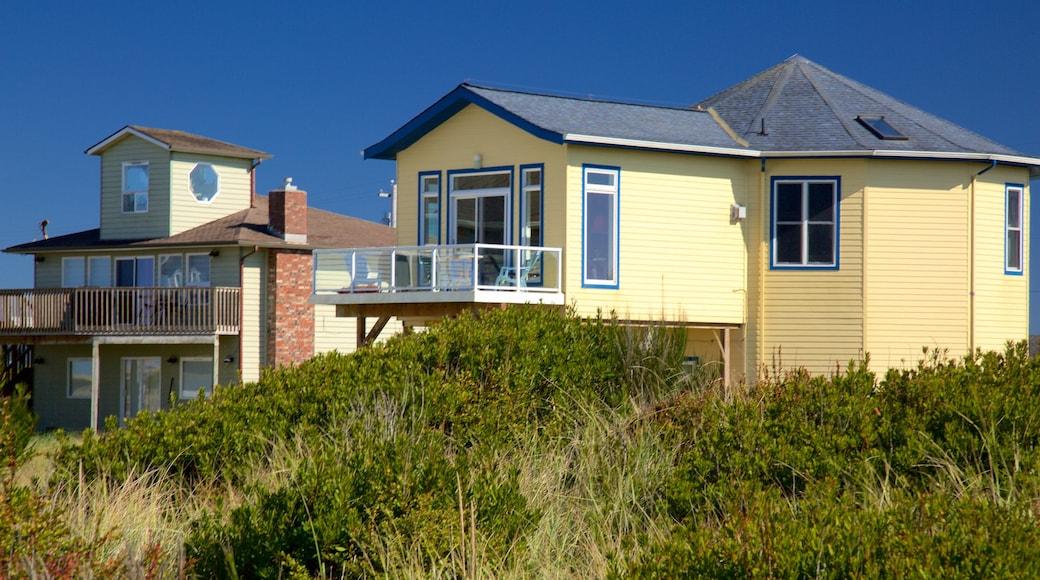 Ocean Shores Beach welches beinhaltet Küstenort und Haus