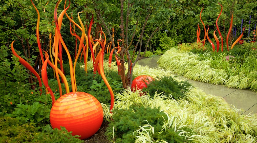 Dale Chihuly Glass Museum showing art