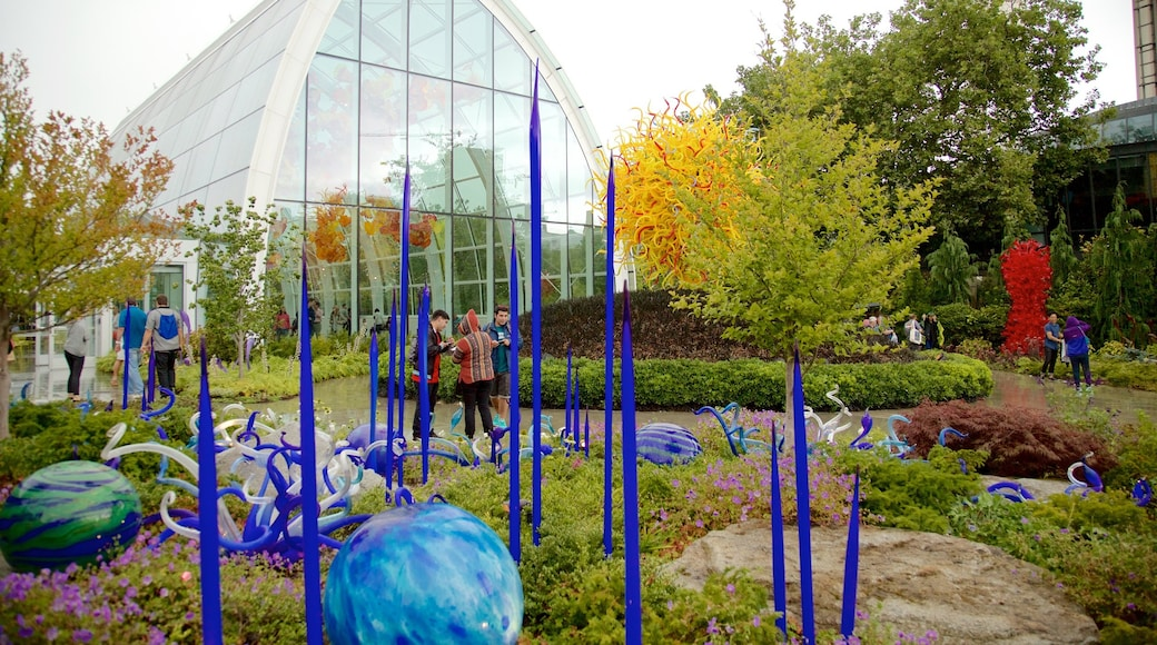 Dale Chihuly Glass Museum which includes a park and art