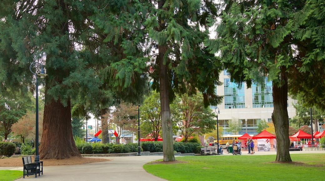 Esther Short Park featuring a garden