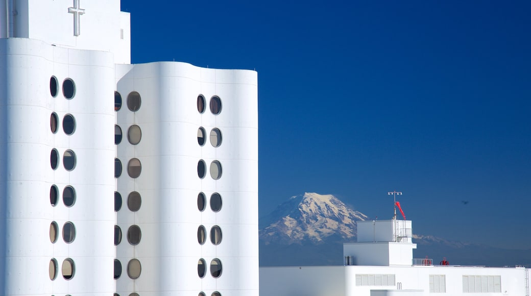 Tacoma which includes mountains and modern architecture