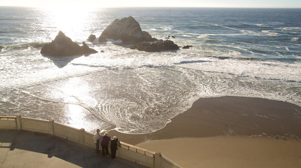 Ocean Beach mit einem Sandstrand, Landschaften und allgemeine Küstenansicht