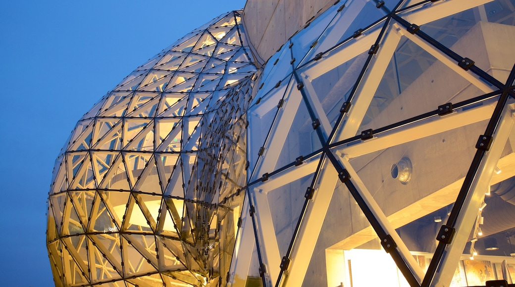 Museo Salvador Dalí che include architettura moderna