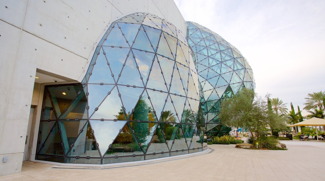 Salvador Dali Museum showing modern architecture