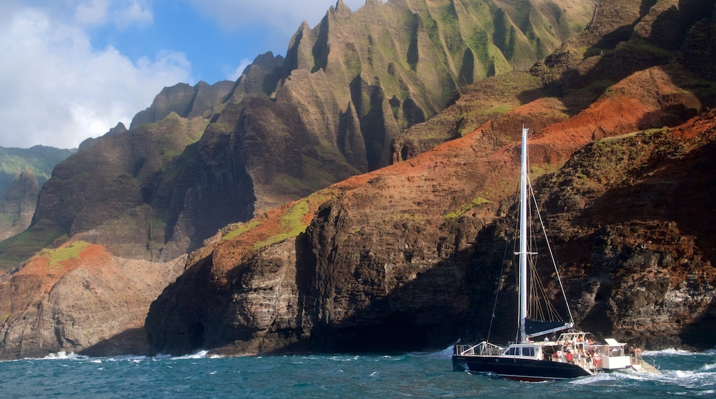 NaPali Coast State Park which includes a gorge or canyon, boating and general coastal views