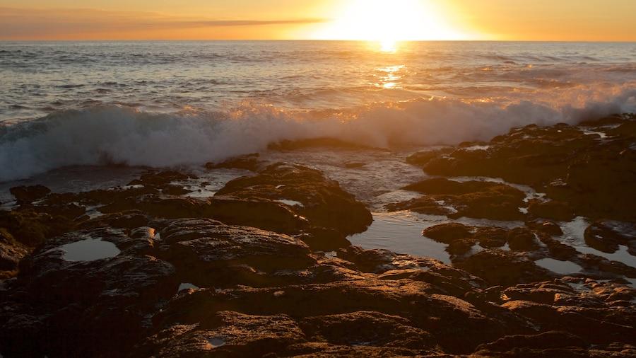 Kailua-Kona showing a pebble beach, general coastal views and a sunset