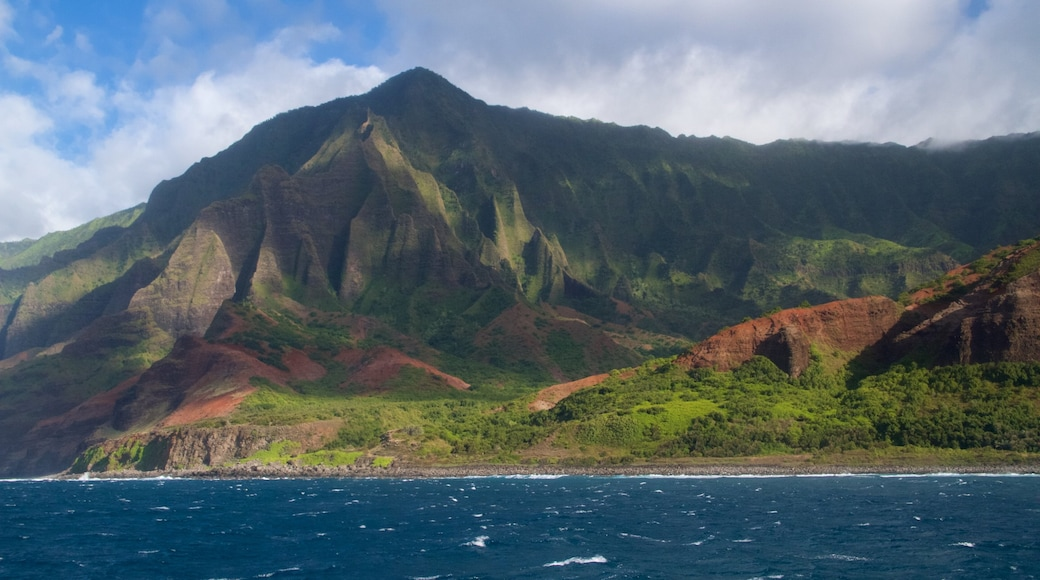 NaPali Coast State Park featuring mountains, landscape views and general coastal views