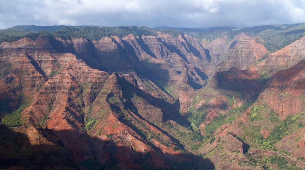 Waimea Canyon showing landscape views and a gorge or canyon