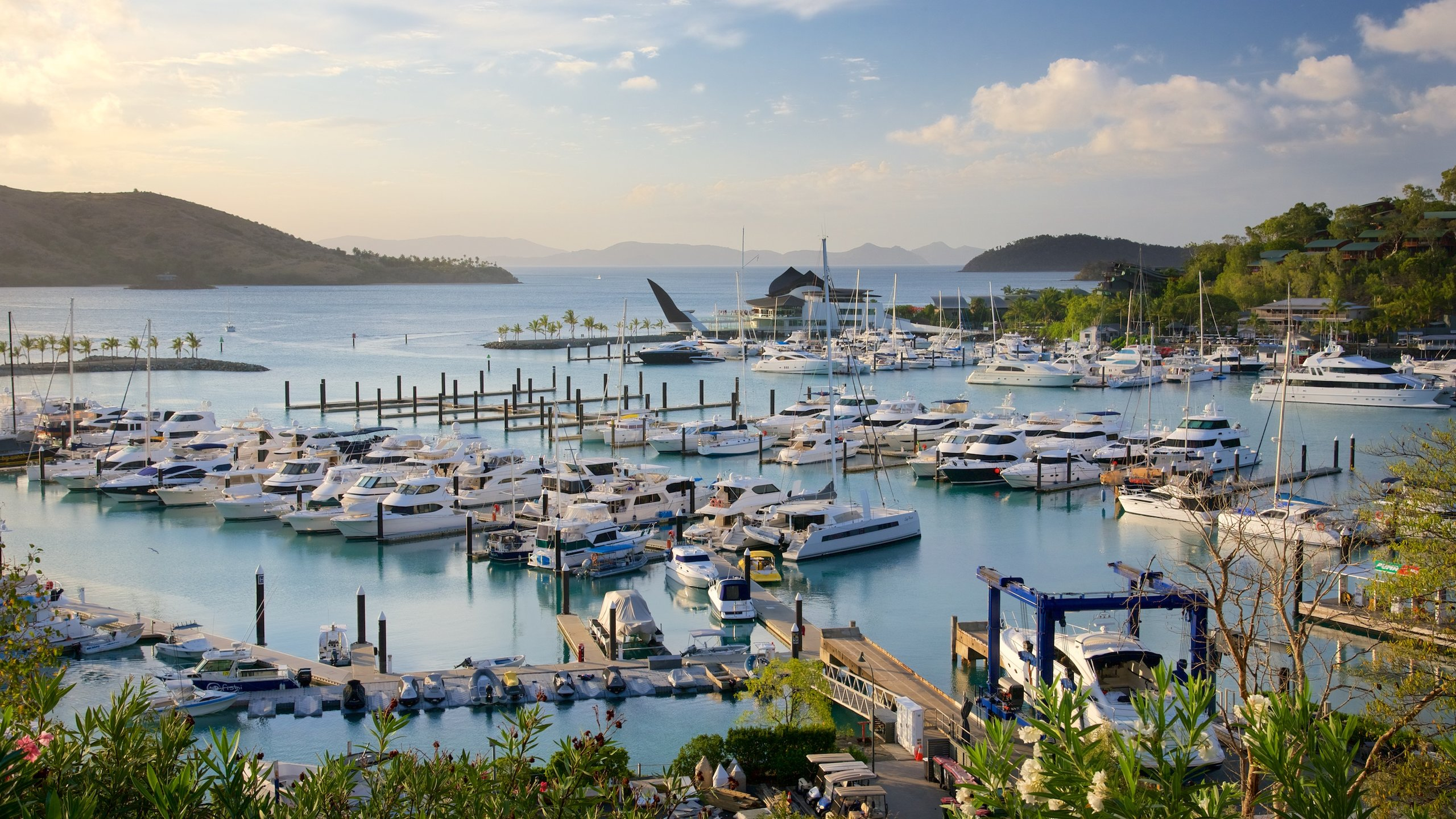 Cruise in for a visit or begin your boating adventure in the Great Barrier Reef from this world-class marina and make use of its fantastic facilities and great dining.