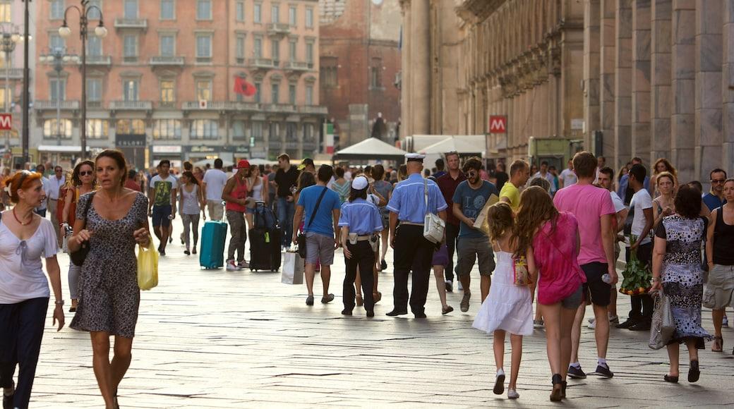 Lombardia che include strade, città e centro