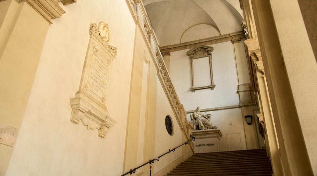 Pinacoteca di Brera mostrando una estatua o escultura, vistas de interior y arquitectura patrimonial