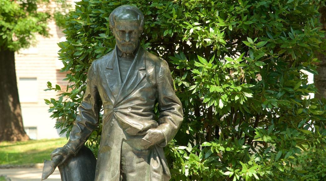 Piazza della Repubblica presenterar ett monument och en staty eller skulptur