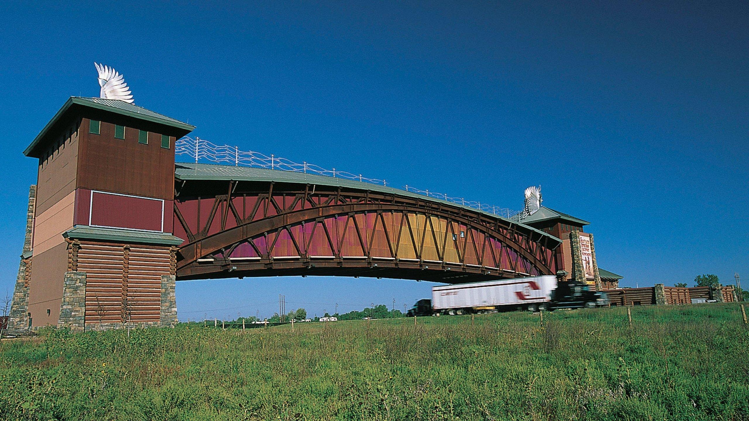 Great Platte River Road Archway joka esittää vanha arkkitehtuuri ja silta