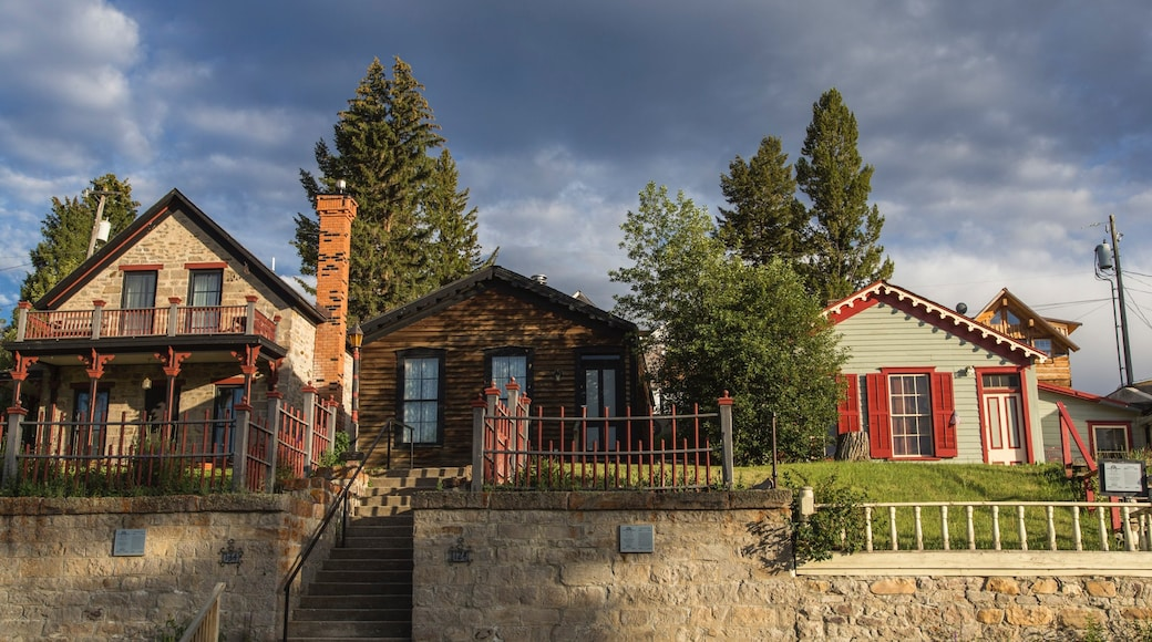 Virginia City featuring heritage architecture and a house