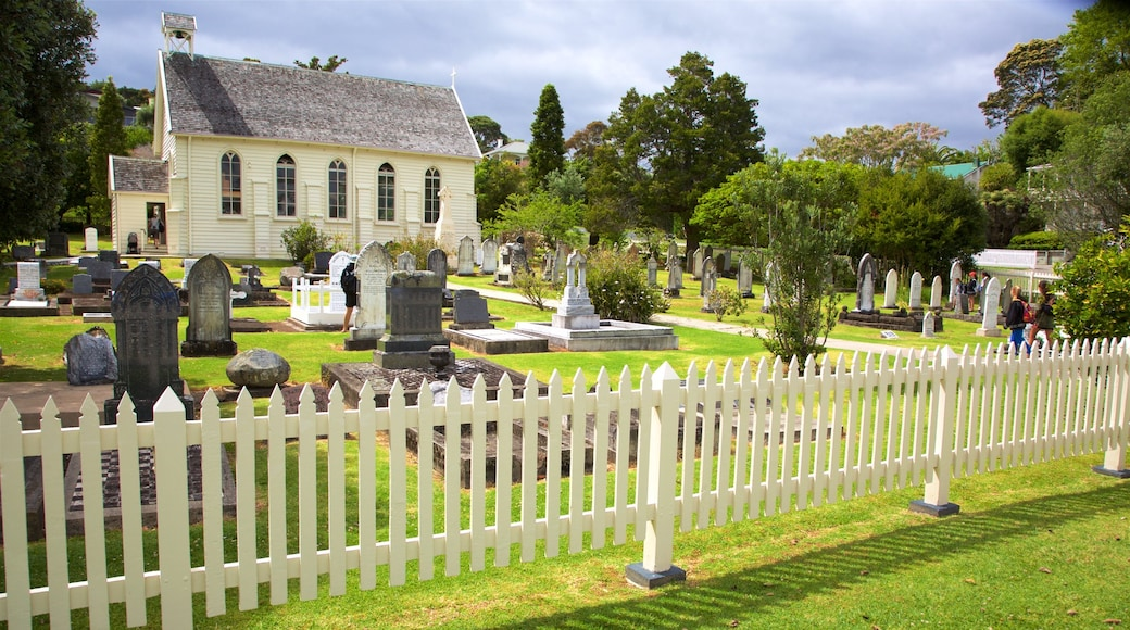 Russell Christ Church showing a cemetery and a church or cathedral